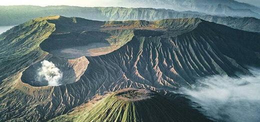Mount Semeru Hiking and Mount Bromo tour 5 Days